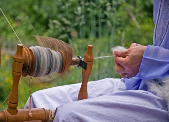 Hand spinning of raw wool to make yarns suitable for the dyeing process